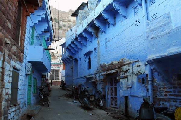 """Podróz po Indiach<br /> Jodhpur ze wzgledu na elewacje na starym mieście zwany jest """"blekitnym miastem""""."""