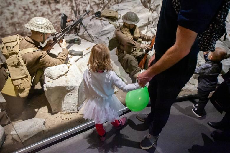 Muzeum Wojsk Lądowych zaprosiło w poniedziałek, 11 listopada, na festyn militarny. W programie znalazło się m.in. zwiedzanie wystaw stałych i czasowych,