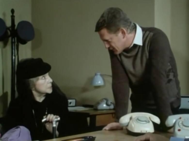 """Odcinek dziesiąty """"Grobowiec rodziny von Rausch"""".  <br /> Wdowa: Czy pan jest z milicji, bo ja nie widzę dystynkcji... Czy może z grabarzy. Oj, bo ja jestem przesądna, grabarza do domu nie wpuszczę.<br /> Porucznik: Nie ma obawy, pani pozwoli porucznik Sławomir Borewicz<br /> Wdowa: Izabela..."""