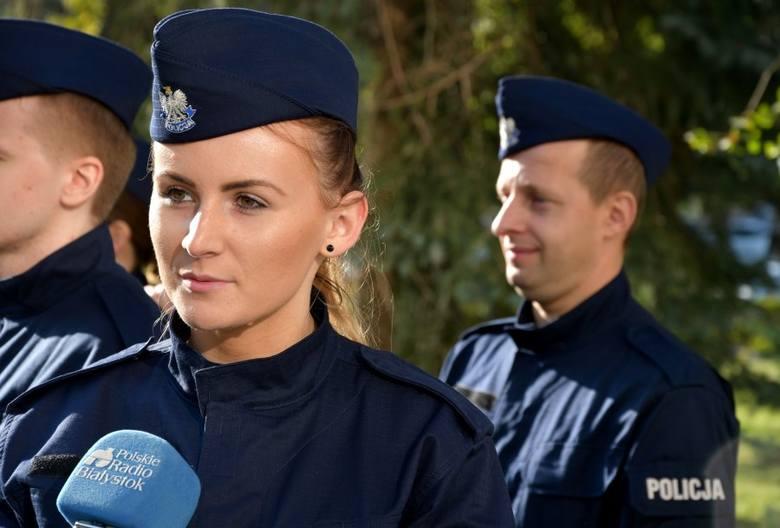 Białystok. Podlaski garnizon ma nowych policjantów. 28 funkcjonariuszy złożyło ślubowanie [ZDJĘCIA]