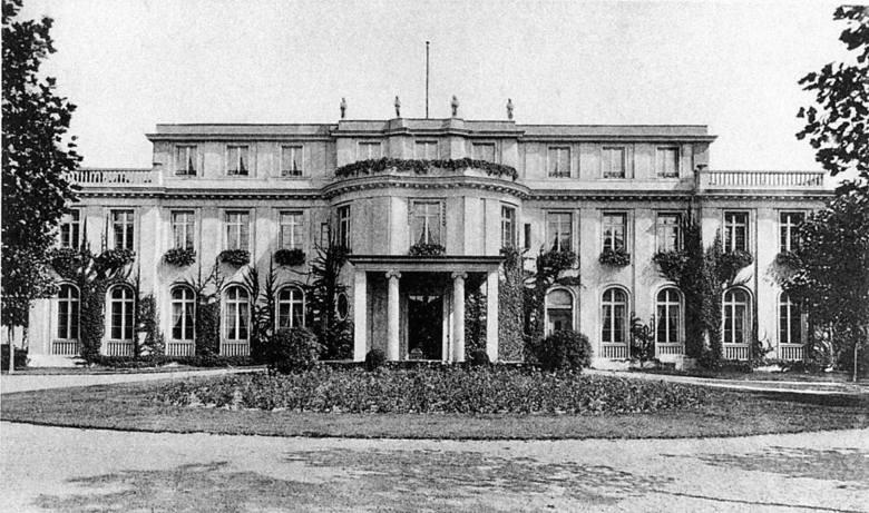 """Willa w Wannsee, w której 20 stycznia 1942 r. odbyła się konferencja w sprawie """"ostatecznego rozwiązania kwestii żydowskiej"""". Dziś znajduje się w niej"""
