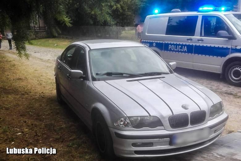 Świebodzińscy policjanci po pościgu zatrzymali 21-letniego kierowcę BMW oraz jego 17-letnią partnerkę, którzy ukradli paliwo na jednej ze stacji przy