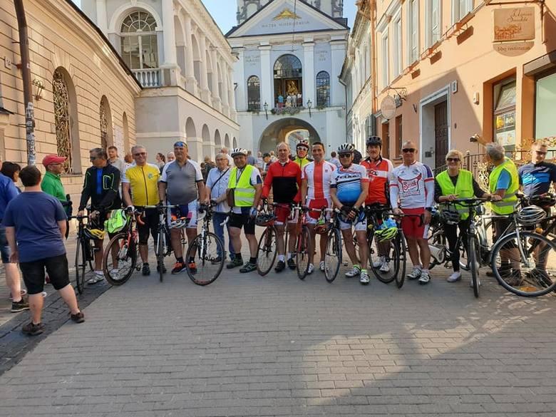 XI Pielgrzymka Rowerowa z Ostrowi do Matki Bożej Ostrobramskiej. Do Wilna jechali przez 9 dni.