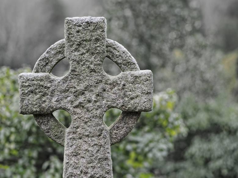 Koszt organizacji pogrzebu w pewnym stopniu pokrywa ZUS. W tej chwili zasiłek pogrzebowy wnosi 4 tys. złotych. Ile zapłacimy za pogrzeb w kościele? Wszystko