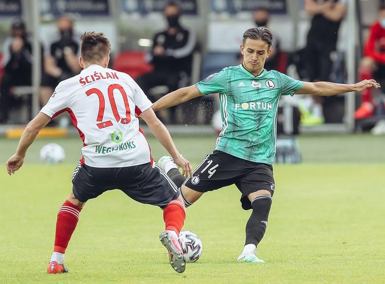 W niedzielnym meczu 30. kolejki PKO BP Ekstraklasy Legia Warszawa niespodziewanie przegrała 0:2 z Górnikiem Zabrze. Przedstawimy kilka najważniejszych