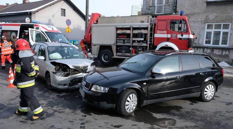 Do wypadku doszło w poniedziałek po godz. 14 na skrzyżowaniu ul. Okrzei z ul. Św. Jana w Przemyślu.W zderzeniu mazdy z audi poszkodowana została kierująca