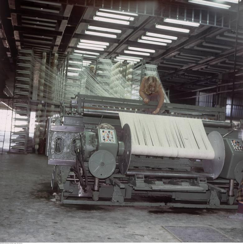 Pracownica Agnelli obsługująca maszynę w 1979 roku