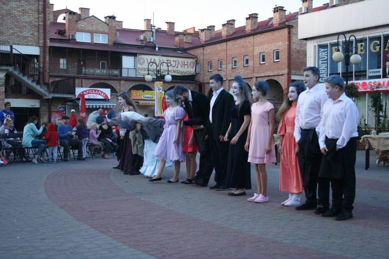 Weekend w Ostrowi. Happening, koncert i… noc bez wypadku