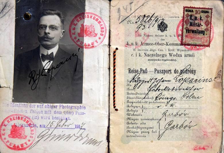 Paszport Ruperta Jana Łopacińskiego, brata znanego lubelskiego regionalisty Hieronima Łopacińskiego. Jako miejsce zamieszkania jest podany Garbów, gdzie był dyrektorem cukrowni