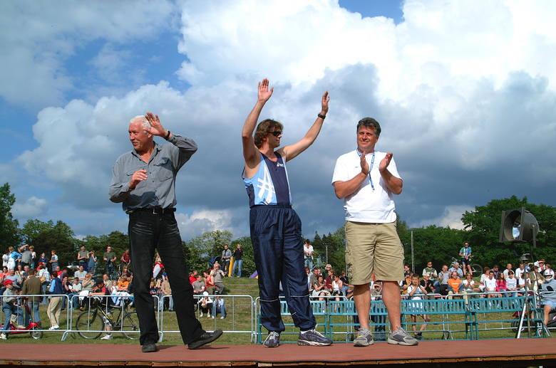 Na memoriał do Żar przyjeżdżają regularnie przyjaciele Tadeusza Ślusarskiego (od lewej); Władysław Kozakiewicz, mistrz olimpijski w skoku o tyczce, Jacek