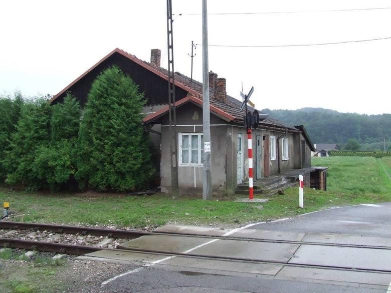 Przedmiotowa nieruchomość w Zaborowie, gmina Czudec, jest zabudowana i uzbrojona. Nieruchomość zabudowana budynkiem o powierzchni użytkowej: 71,31 m2.