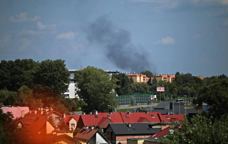 Kraków. Czarne kłęby dymu nad hutą [ZDJĘCIA]