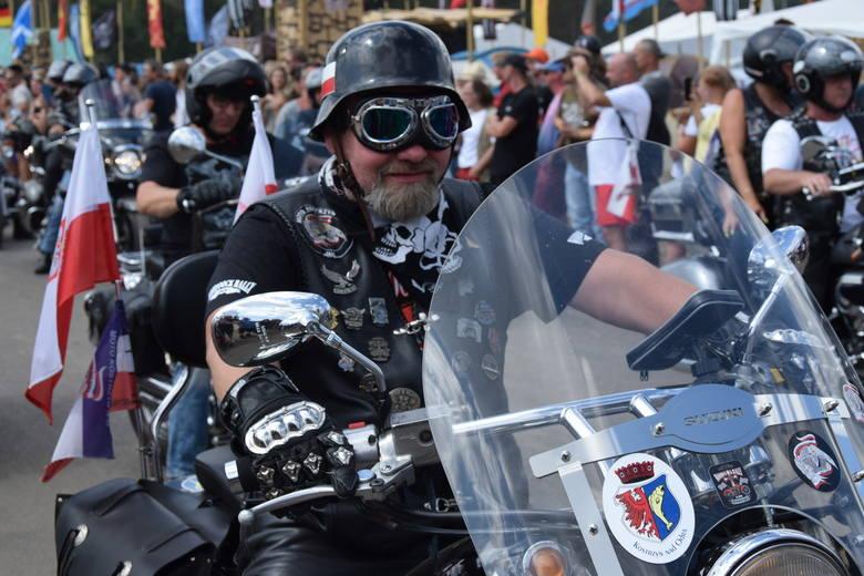 To już festiwalowa tradycja, że przez Pol'and'Rock przejeżdża parada motocyklowa.W sobotę przed godz. 14.00 motockliści przejechali przez sam środek