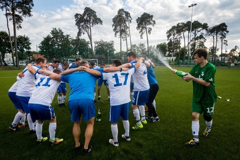 Piłkarze z ul. Bronikowskiego rozbili w sobotę na własnym boisku Amatora Bydgoszcz 22:0 w kolejnym meczu B klasy i zapewnili sobie awans na wyższy szczebel