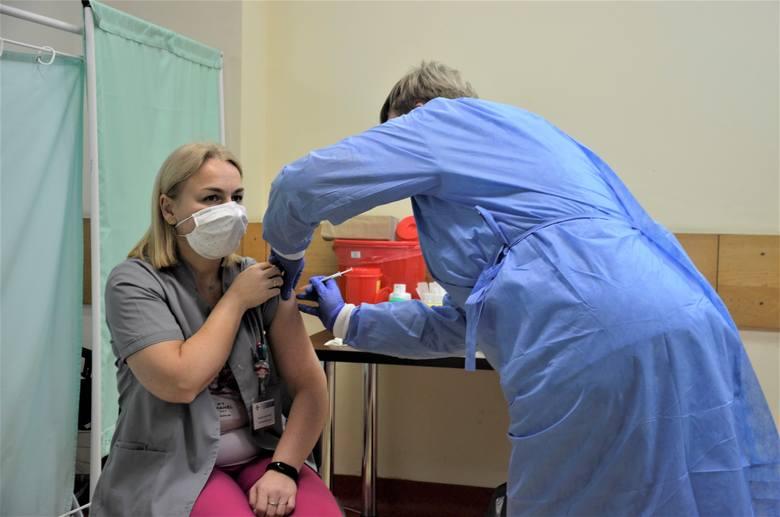 Pabianice. Oddział covidowy w szpitalu i punkt szczepień. Czy punkt będzie przeniesiony?