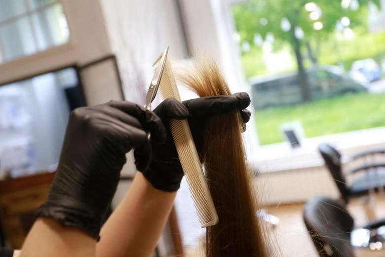 - Otrzymaliśmy listę klientów, którzy w konkretnym czasie byli obsługiwani w tym salonie fryzjerskim. W zależności, ile spędzili oni czasu w zakładzie