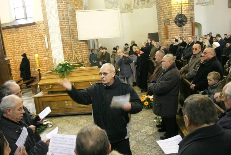 Luty 2006 roku przyniósł Chojnicom wielką stratę - pochowano bowiem Franciszka Koperskiego, wieloletniego organistę ówczesnej fary i później bazyliki mniejszej. Miał 76 lat.