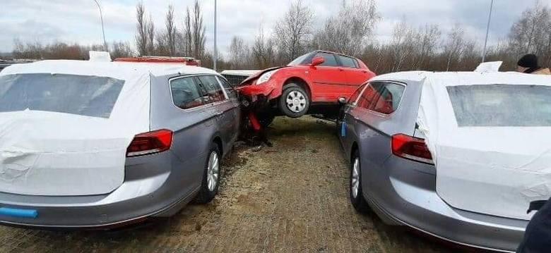 Wypadek w podkrakowskiej Modlniczce - zdjęcia dzięki uprzejmości serwisu Powiat Krakowski 112