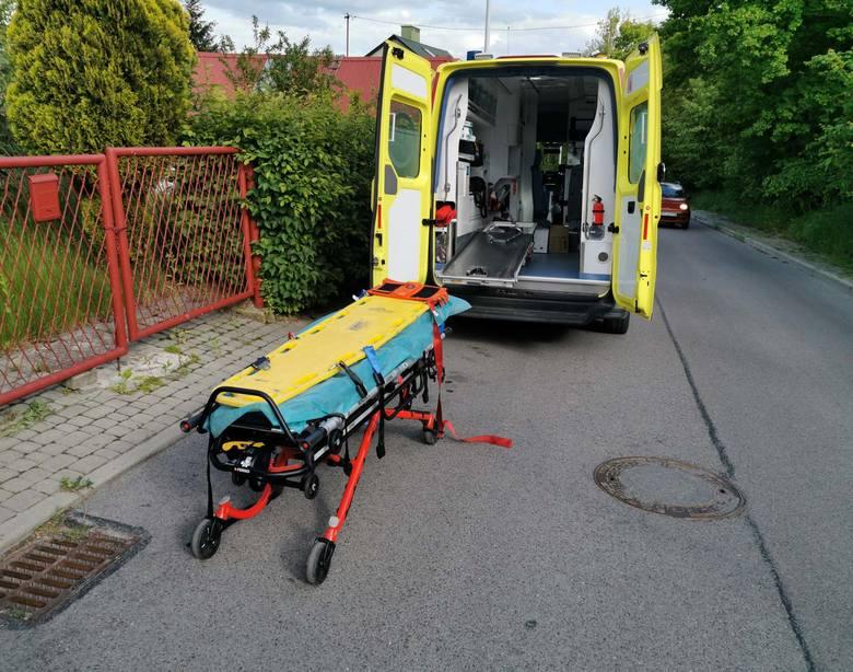 W poniedziałek służby ratunkowe zostały wezwane na ul. W. Stwosza w Przemyślu. Mężczyzna usłyszał wołanie o pomoc swojego sąsiada w wieku około 60-lat.