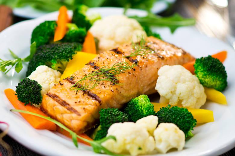 RYBA + WARZYWA KRZYŻOWEte produkty nie idą w parzeRyby to świetne źródło zdrowych kwasów Omega-3 i jodu, nie należy ich jednak łączyć ryb z warzywami