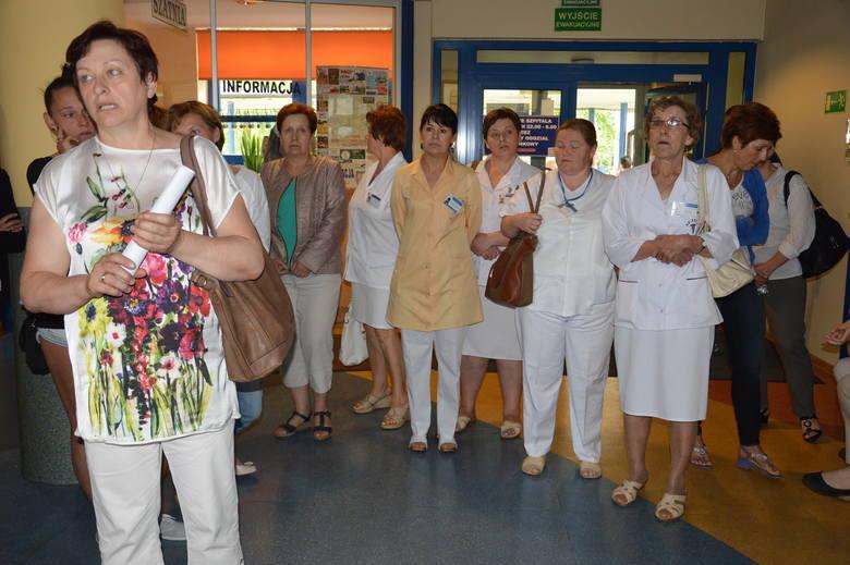 Wyszków. Strajk w szpitalu. Około 100 pielęgniarek walczy o podwyżki i godne traktowanie (zdjęcia)