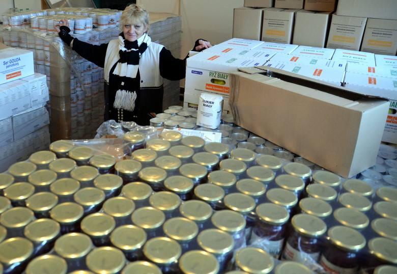 Lublin: Tony darmowej żywności czekają na potrzebujących. Chętnych brak