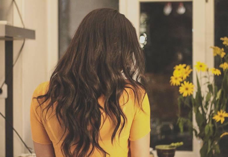 włosy kręcone fryzury włosy puszące się
