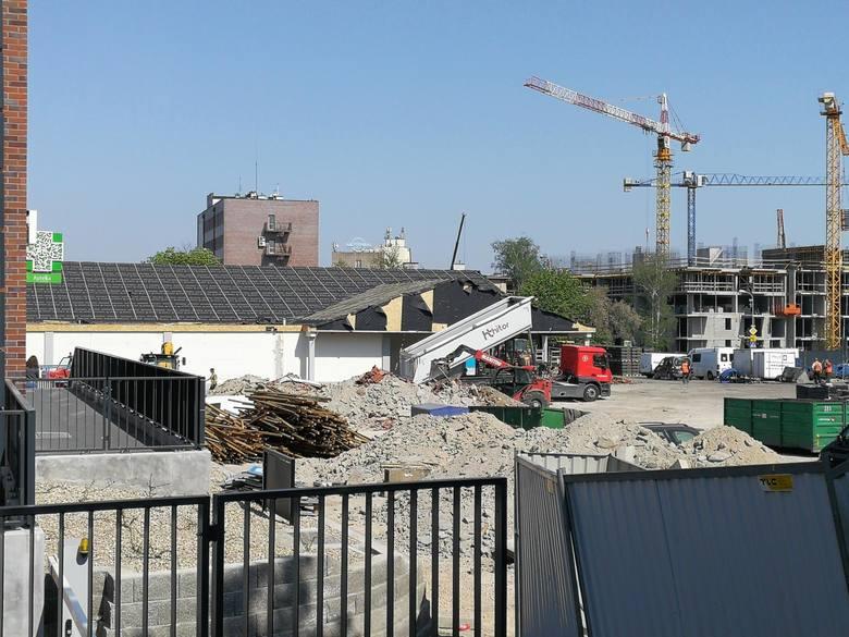 Najstarszy sklep sieci Lidl w Toruniu - przy ul. Lubickiej 55 - ogrodzono i zamknięto. Trwają prace remontowo-budowlane. Jakie? W internecie informacji