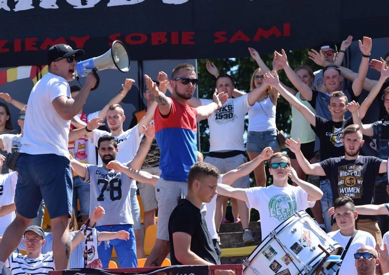 Mecz Chojniczanki z Bytovią obejrzało 2087 kibiców. Z  publicznością pożegnał  się głośno oklaskiwany trener Krzysztof Brede. Ostatni mecz sezonu to