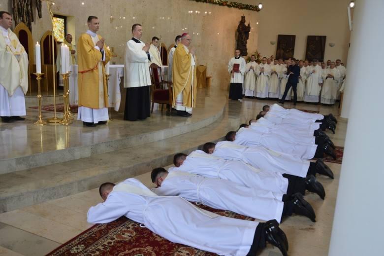 17 wikariuszy pod koniec wakacji zmieni parafie. - Służy to zdobyciu doświadczenia przydatnego w dalszej posłudze kapłańskiej – mówi ks. Joachim Kobienia,