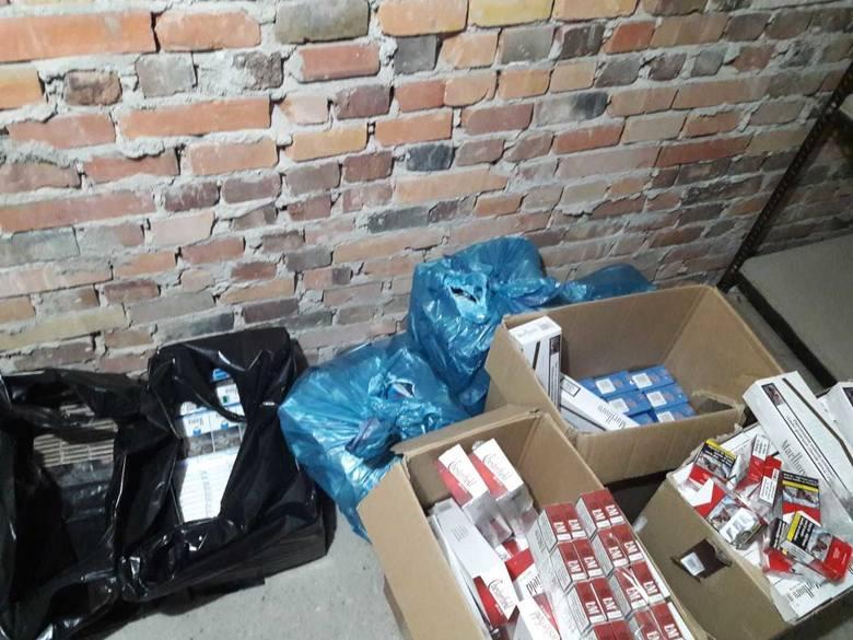 Funkcjonariusz Straży Granicznej z Zielonej Góry na jednej z posesji w gminie Łęknica znaleźli 600 sztang papierosów bez akcyzy oraz 383 kg krajanki
