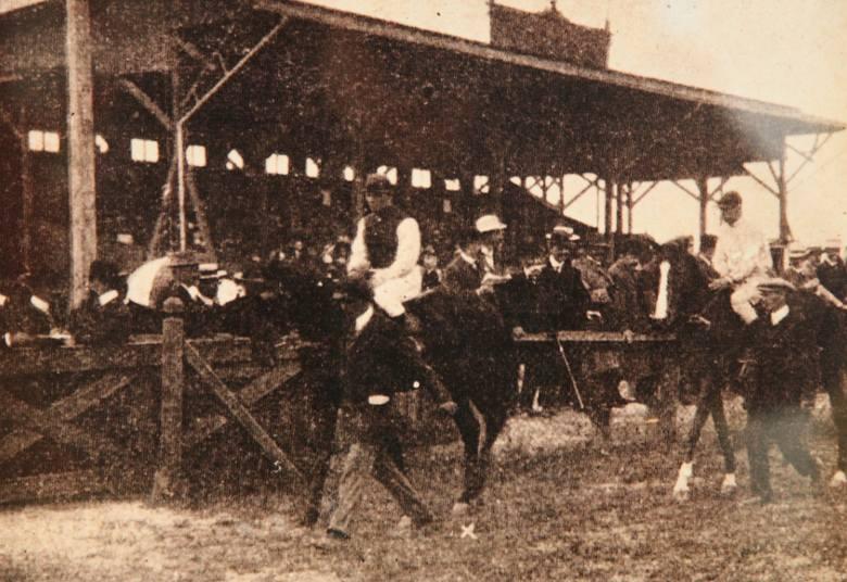 Tak dziś wygląda miejsce, gdzie kiedyś były łódzkie tory wyścigów konnych. Czasem odwiedzają je amatorzy jeździectwa