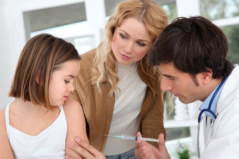Dzieci, które mieszkają na terenie Włoch i nie mogą poświadczyć obowiązkowych szczepień nie będą mieć prawa wstępu do placówek oświatowych. Rodzice niezaszczepionych