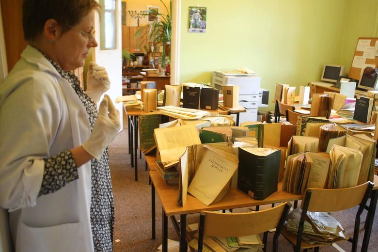 Biblioteka na Ogrodach pod wodą po raz ósmy. Podtopili ją drogowcy