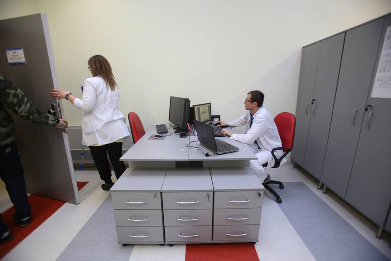 Kontynuujemy publikację naszych raportów placowych. Zaglądamy do portfeli m.in. lekarzy, urzędników i nauczycieli.Aby poznać kolejne płace kliknij na