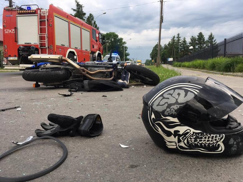 Do zdarzenia doszło w środę na ul. Gorliczyńskiej w Przeworsku. Kierujący motocyklem, 21-letni mieszkaniec gminy Tryńcza, wykonywał manewr wyprzedzania.