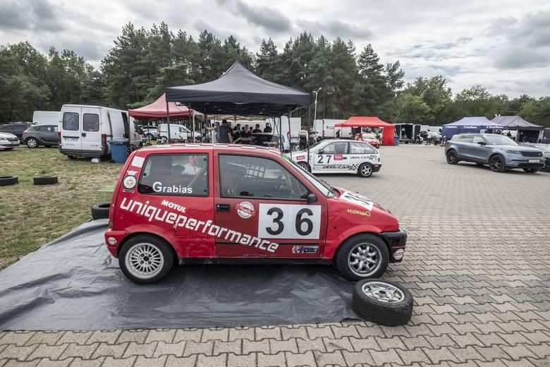 W piątek i sobotę na Torze Poznań odbywała się 3. i 4. runda Wyścigowych Samochodowych Mistrzostw Polski. W wielu klasach kierowcy toczyli pasjonujące