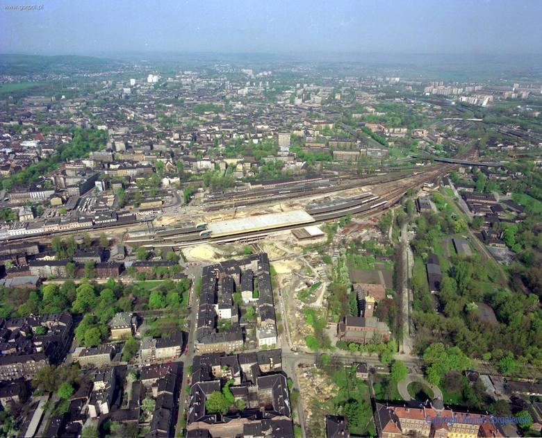 Zdjęcia Dworca Głównego i jego okolic z lat 1991 - 2011