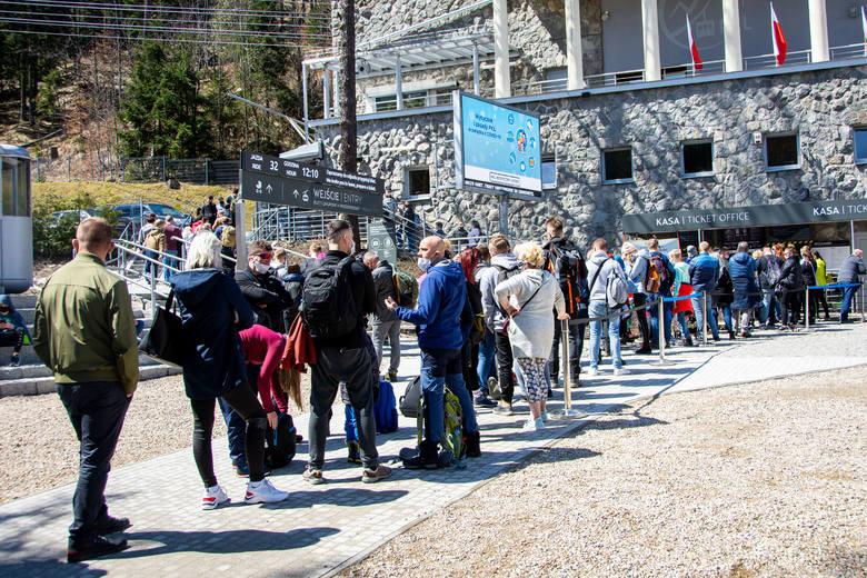 Najazd na Tatry. Tłumy na Kasprowym Wierchu, w Morskim Oku, w Dolinie Chochołowskiej