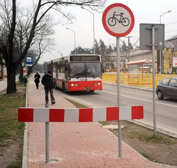 """Urzędnicy nie wiedzą, jak przywrócić ruch rowerów na ścieżce rowerowej. Wie to Stowarzyszenie """"Rowerowy Szczecin"""", które swoje pomysły"""