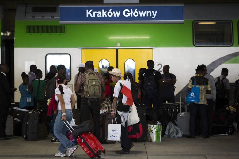 Na ulicach Krakowa rządzą już pielgrzymi [ZDJĘCIA]
