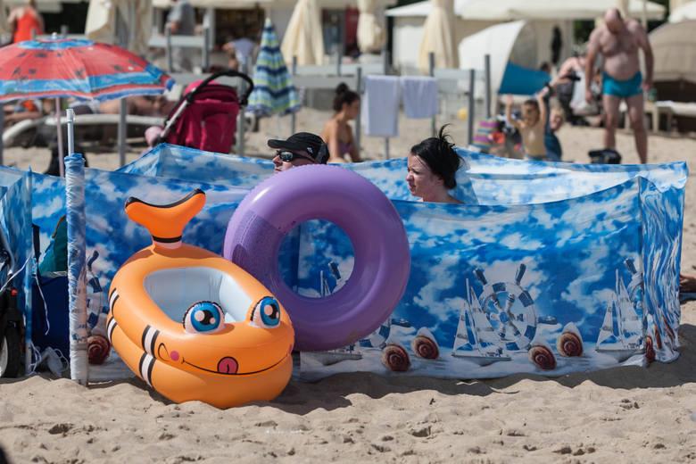 Strzeżone kąpieliska w Trójmieście. Na której plaży możemy odpoczywać bezpiecznie z dziećmi? Tych kąpielisk pilnują ratownicy