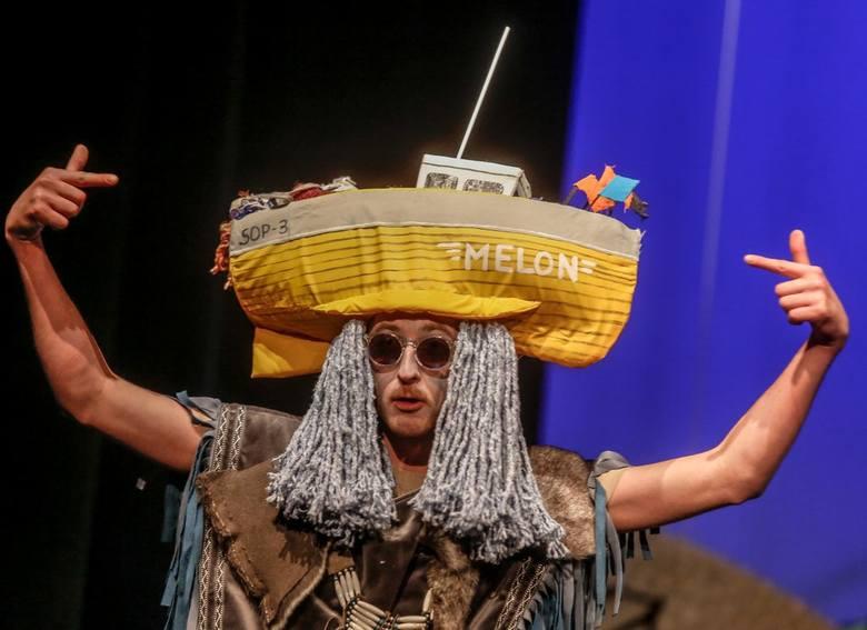"""""""Tramwaj"""" w Teatrze Miniatura. Czego boją się kutry, latarnia uliczna i Tebi"""
