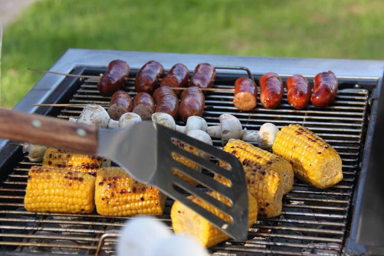 Zdrowy grill brzmi jak żart, a jednak, to możliwe! Choć grillowanie kojarzy się z tłustą ucztą, może być również zdrowe, dietetyczne i eko. Zdrowy grill