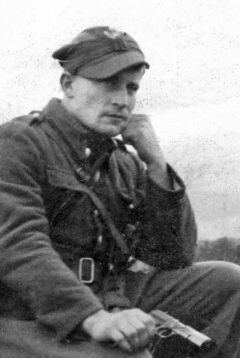 <strong>Por. Józef Kuraś ps. Ogień</strong><br /> Urodził się w Waksmundzie na Podhalu w 1915 r. Był absolwentem szkoły podoficerskiej KOP. Brał udział w kampanii wrześniowej. Od listopada 1939 r. działał w różnych organizacjach konspiracyjnych. Kolejno w SZP, Konfederacji Tatrzańskiej, Armii Krajowej,...