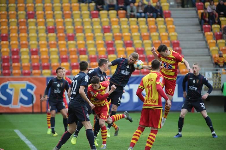 Zaliczył kapitalne wejście w mecz z Pogonią Szczecin. Jako stoper potrzebował bowiem ledwie siedmiu minut, by zdobyć bramkę i zaliczyć asystę. I to z
