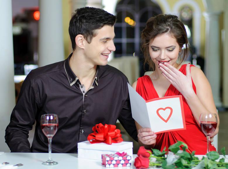 Podaruj ukochanej osobie kartkę na Walentynki z wyjątkowymi, fajnymi życzeniami.