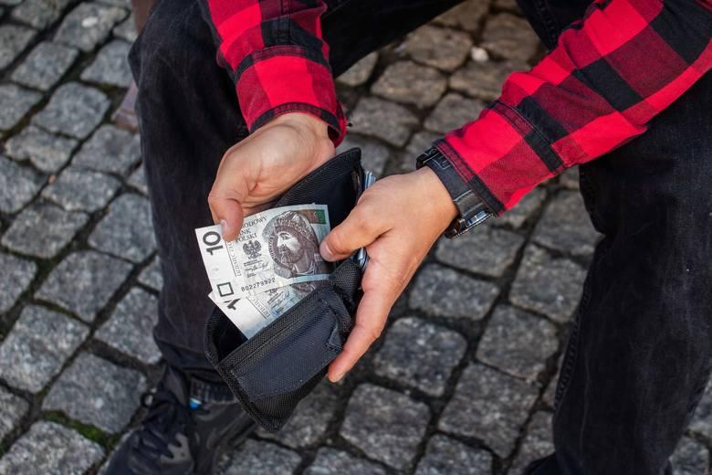 Papierowy banknot, który masz w portfelu, może być wart o wiele więcej niż świadczy o tym jego nominał. Warto to sprawdzić. Tym bardziej, że można to