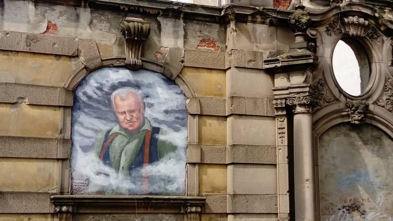 Portrety na zamurowanych oknach i murach. Gdzie się znajdują i ...