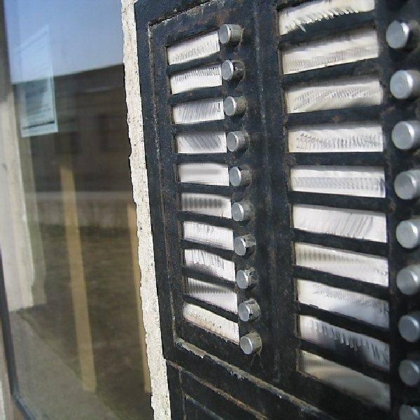 Ujawnianie nazwisk w kasetach narusza prawo. Ludziom nie przeszkadza...